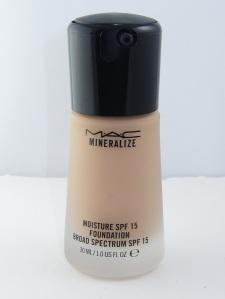 MAC-Mineralize-Moisture-SPF-15-Foundation